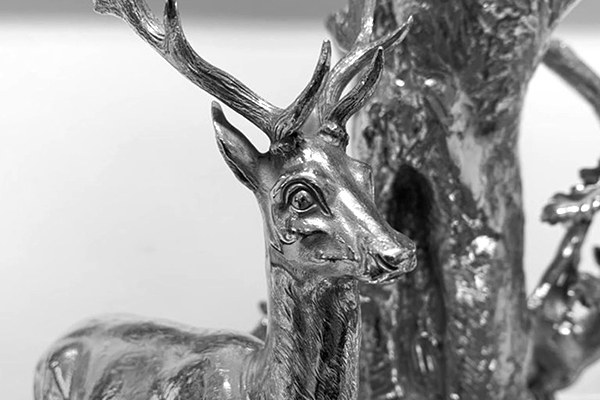 Image of an ornimental stag's head made out of silver